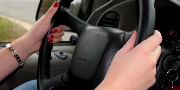 voznja-vozacki-ispiti-volan-automobili-morguefile-com-jpg_660x330